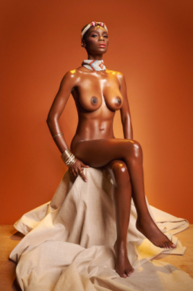 Lol! Twitter users help cover up a model who posed completely nude (photos)