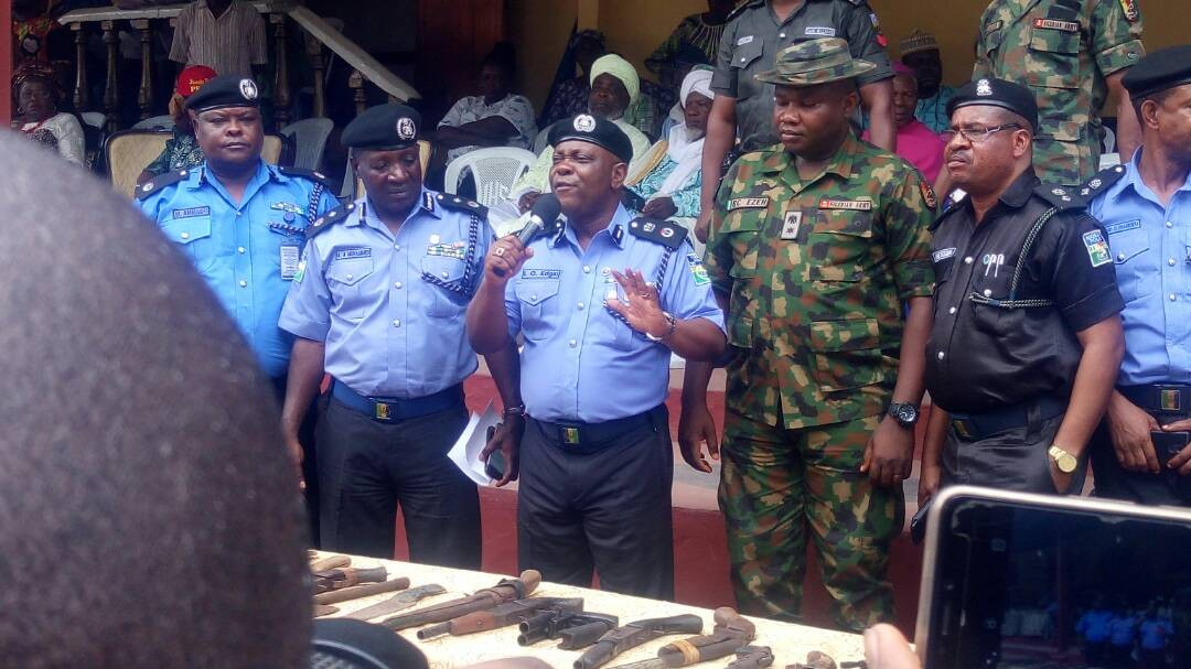 200 youths renounce cultism in Ikorodu(photos)