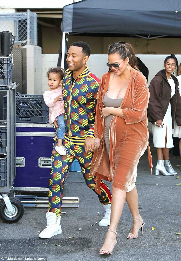 Pregnant Chrissy Teigen shows off massive cleavage in very busty dress as she shares a kiss with John Legend?(Photos)