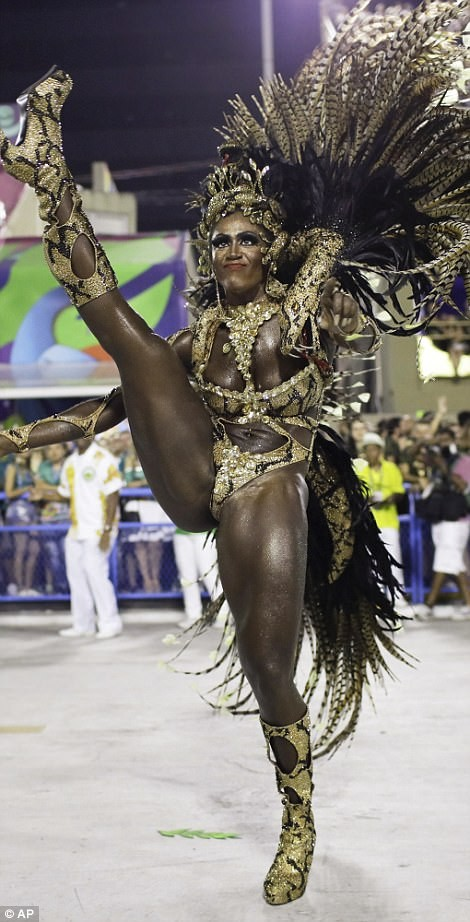 20 photos of Half-naked Brazilian dancers in sparkly G-strings & skimpy wears as they flood the street for Rio carnival (Photos)
