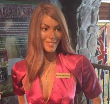 Wait, this wax figure is supposed to be Beyonce? (photos)