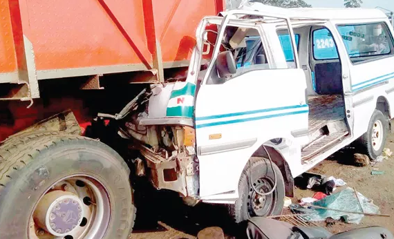 4 people killed, many injured as trailer rams into cars in Jos