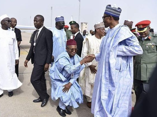 Photo: Governor El Rufai almost kneels to greet President Buhari in Kaduna State