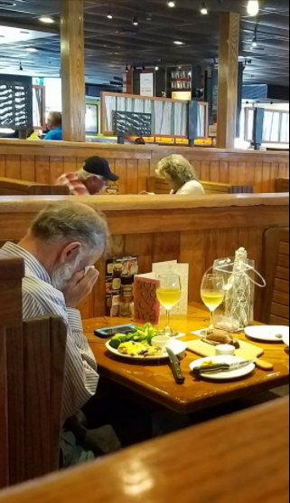 Heartbreaking photo of man dinning alone with wife?s ashes on Valentine?s Day