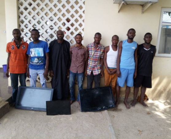Police arrest?8 notorious armed robbers who specialize in car and house robberies in Abuja