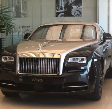 Hushpuppi's friend turned enemy, Mompha, pays N150m cash for new Rolls Royce Wraith 2018, post receipts of the car as he shades hushpuppi (photos)