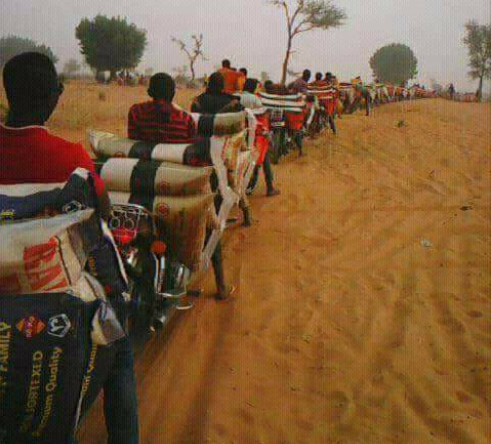 Viral photo of Nigerians using motorcycles to smuggle rice from Niger Republic