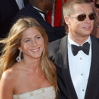 Brad Pitt has reportedly gotten back intouch with his newly single ex-wife, Jennifer Aniston