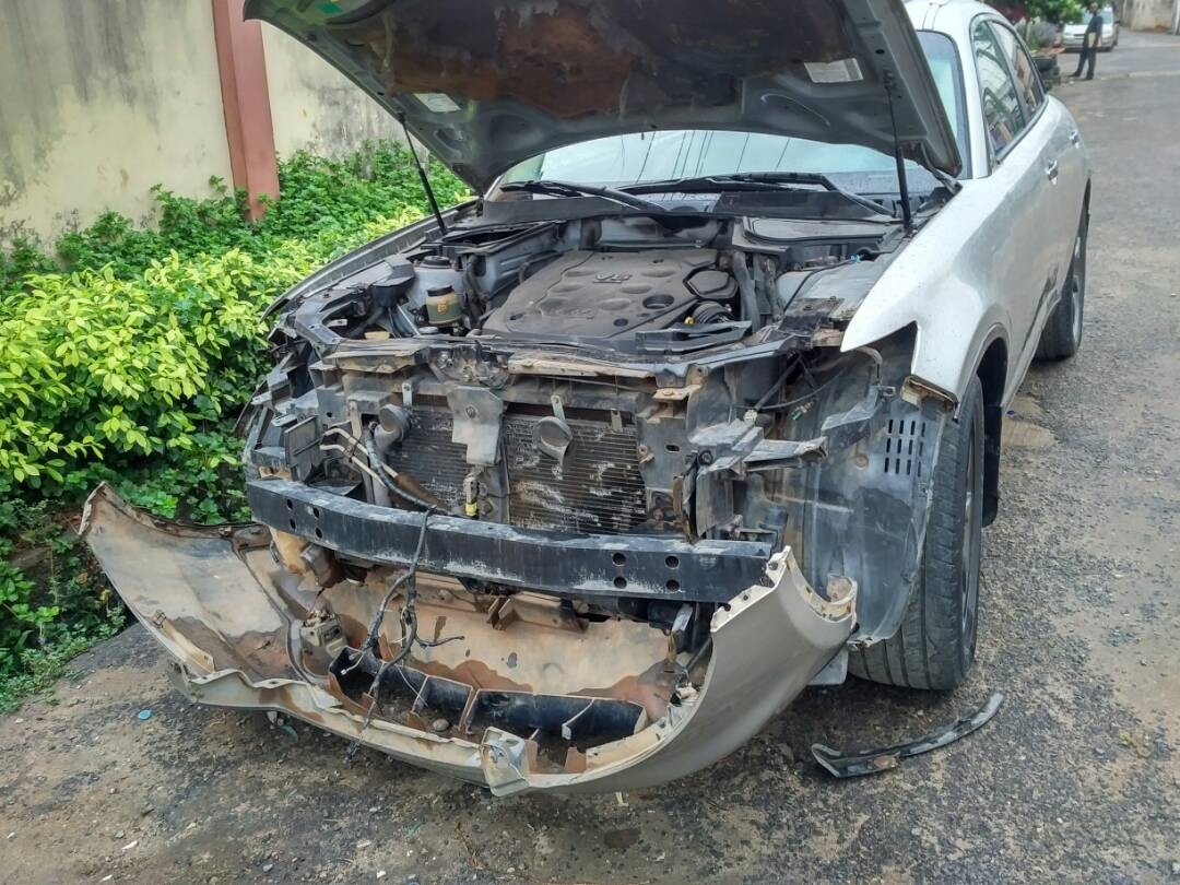 Watch the CCTV footage showing?how 3 robbers stripped a car parked on the street of its side mirrors, brainbox, headlamps, others in Lagos