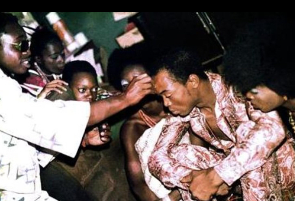 Extremely rare photos from the day Fela Anikulapo Kuti got married to 27 women in one day 40 years ago