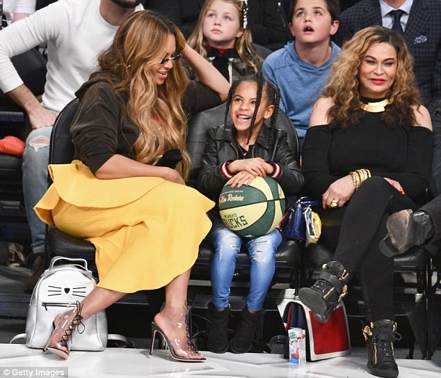 Beyonce carries N500K Celine bag, her daughter Blue Ivy opts for N600k LV purse, while her mom brings N1.6M Gucci bag to the NBA All-Star game (Photos)