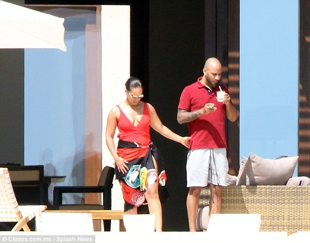 Alicia Keys and Swizz Beatz vacation in Mexico (Photos)