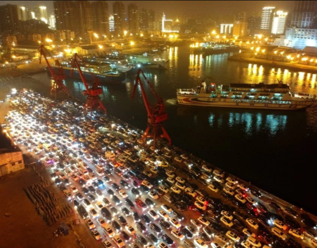 11,000-car traffic?jam in China causes commuters to spend the entire night and the next morning in traffic