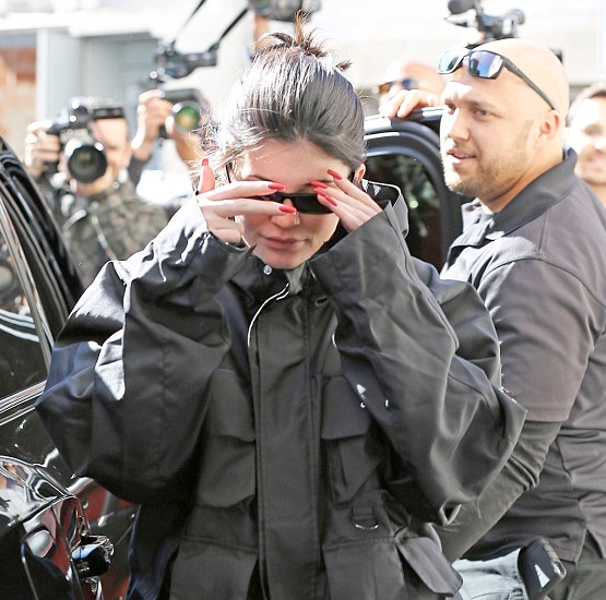 New mum, Kylie Jenner, surrounded by fans and paparazzi as she steps out in LA (photos)