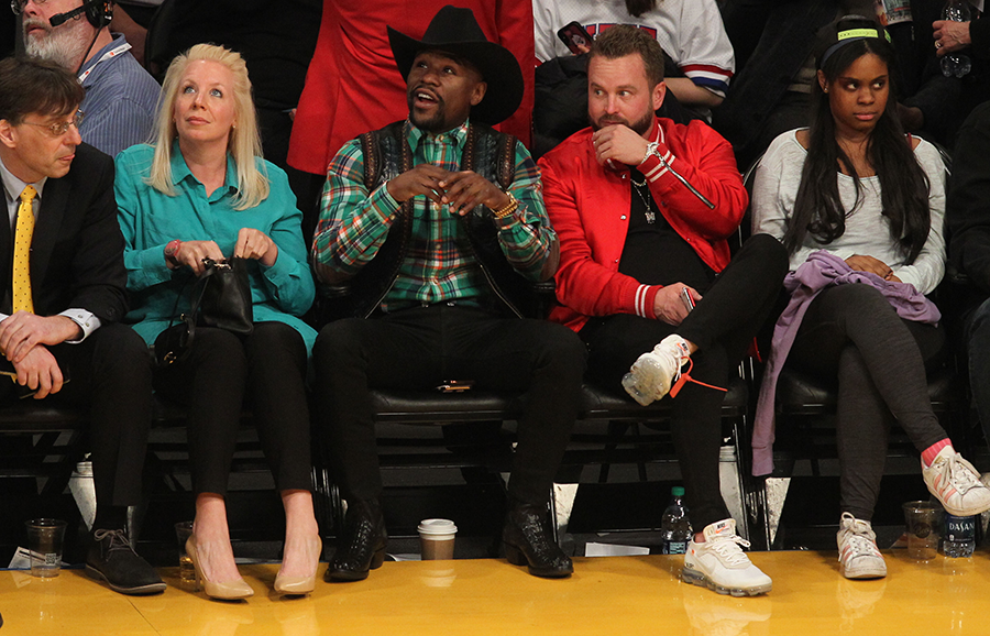 Photos: Floyd Mayweather rocks $80k cowboy hat and $50k boots to watch NBA game