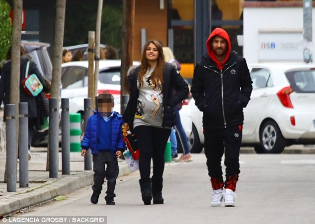 Lionel Messi enjoys a stroll with his heavily-pregnant wife and son in Barcelona (Photos)
