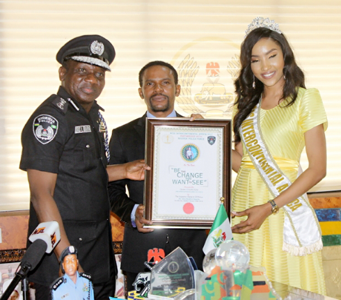 Police IG, Ibrahim Idris meets beauty queen who wore Nigerian police uniform in Egypt (photos)