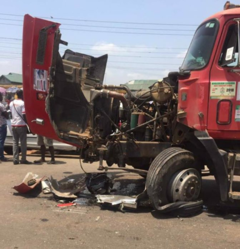 Nigerian driver allegedly sacrifices his life for his passengers and dies alone in accident