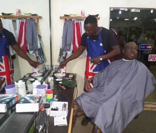 Photos: Governor?Fayose?spotted having his?haircut at a local barbing salon