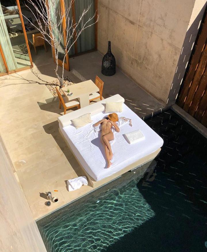 American model, Emily Ratajkowski poses completely nude