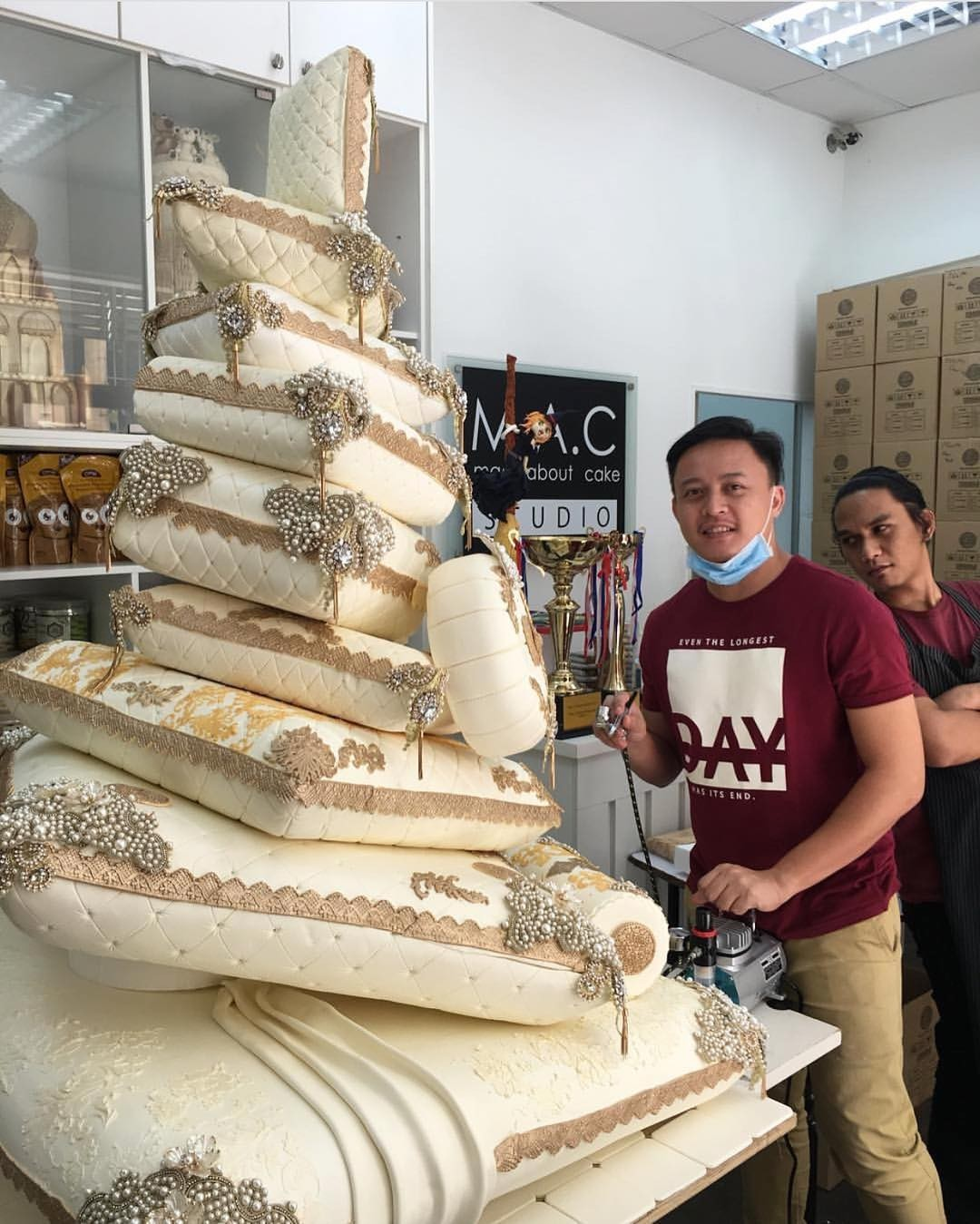Check out this towering cake made in the shape of pillows