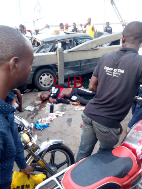 Accident on Onitsha Head Bridge leaves 1 dead and several injured (graphic photos)