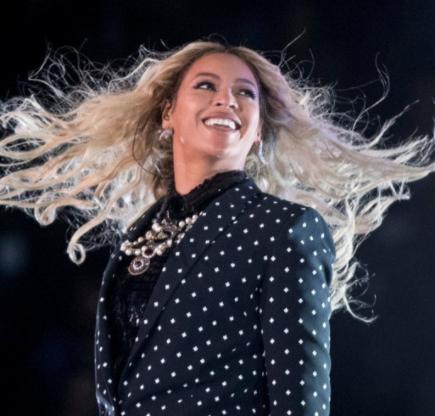 Chrissy Teigen knows who bit Beyonce