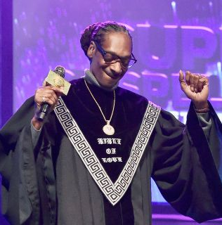 "Snoop Dogg hits #1on Billboard with his very first hit gospel album ""Bible of Love"""