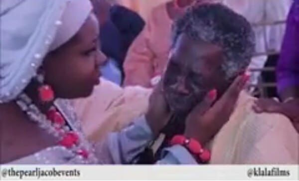 These photos and video of a Nigerian father crying at his daughter