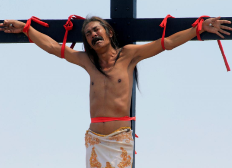 Meet Ruben Enaje: The man who has been nailed to the cross annually for 32 years to?re-enact Jesus Christ?s crucifixion