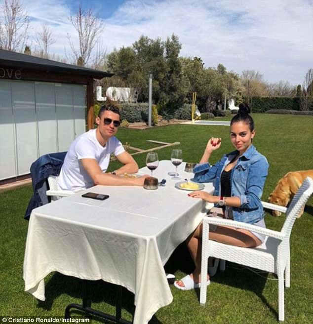 Cristiano Ronaldo and his girlfriend enjoy Al fresco dining on Easter sunday