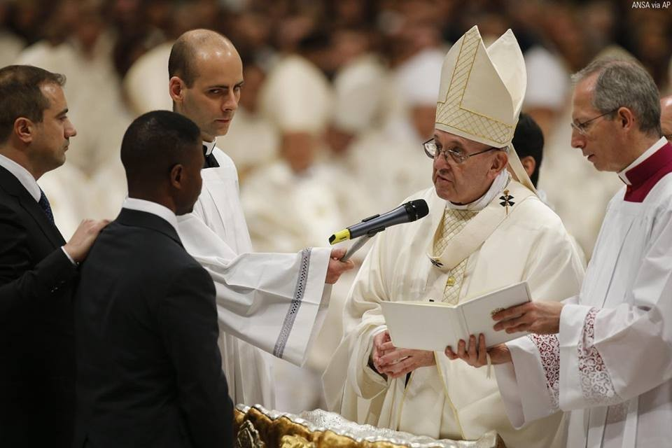 Pope Francis baptizes Nigerian beggar turned hero, John Francesco Ogah (photos)