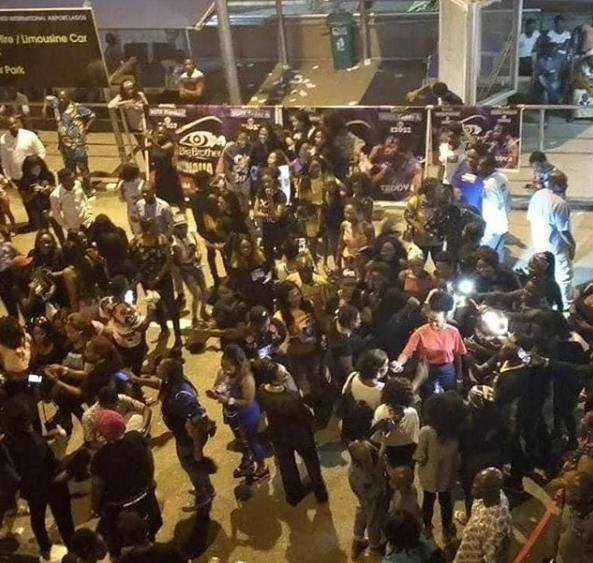#BBNaija: Teddy A arrives?in a limousine as fans flood the airport to receive him (Photos/Video)