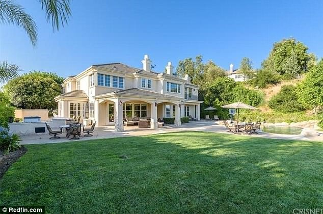Kendrick Lamar splashes $2.65million on a sprawling mansion in Calabasas (Photos)
