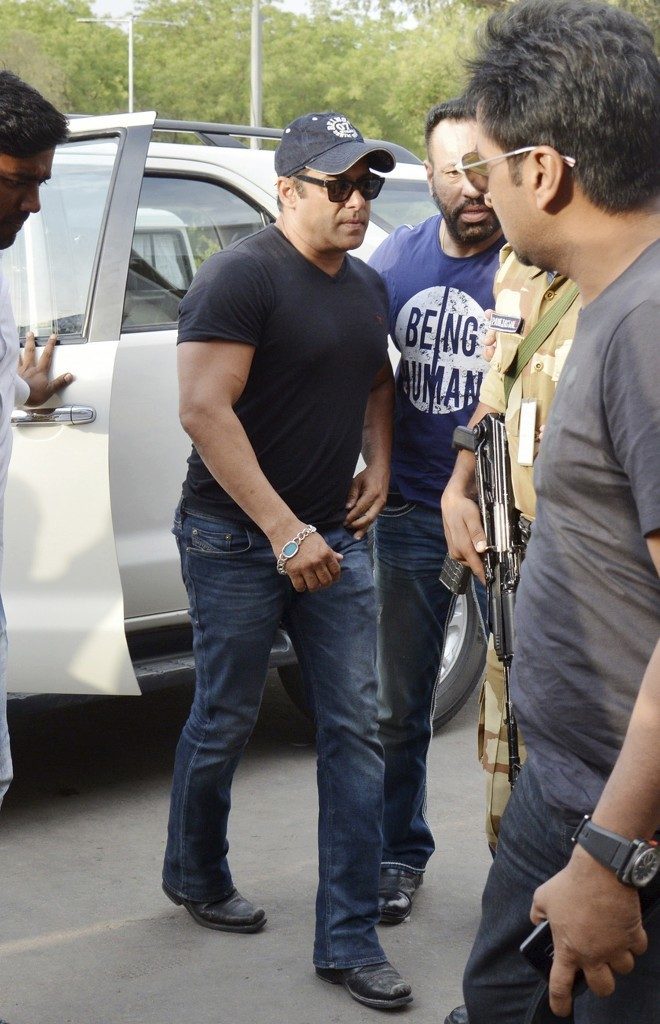 Veteran Bollywood star Salman Khan granted bail after poaching conviction (Photos)