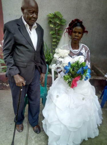 Photos of an elderly couple who just tied the knot in a wedding that held in Imo state