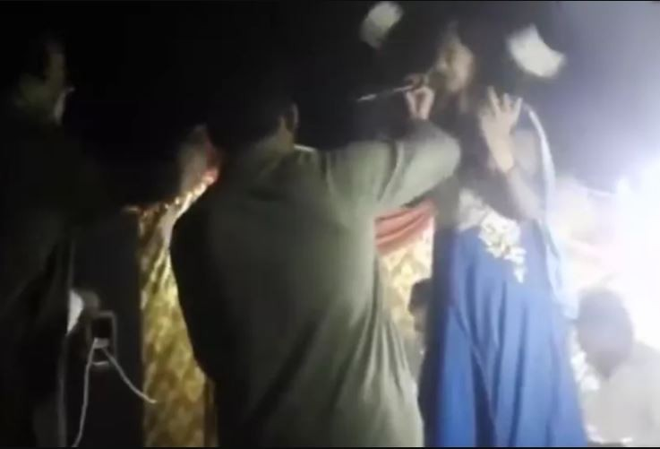 Watch the moment a Pregnant Pakistani singer was shot dead for refusing to dance during her performance (Video)