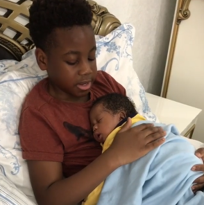 Aww! Watch this little boy put his brother to sleep by singing Yoruba lullaby (video)