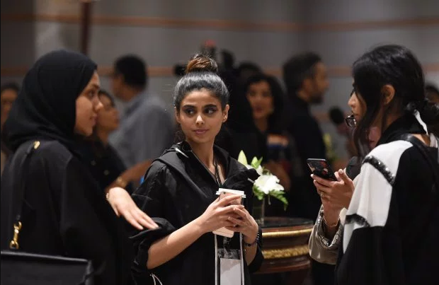 Saudi Arabia holds its first ever fashion week ? with no photographers and no men (photos)