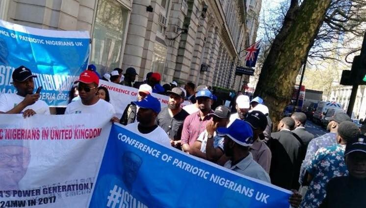 Photos: Nigerian youths in London hold #IstandwithBuhari2019 rally