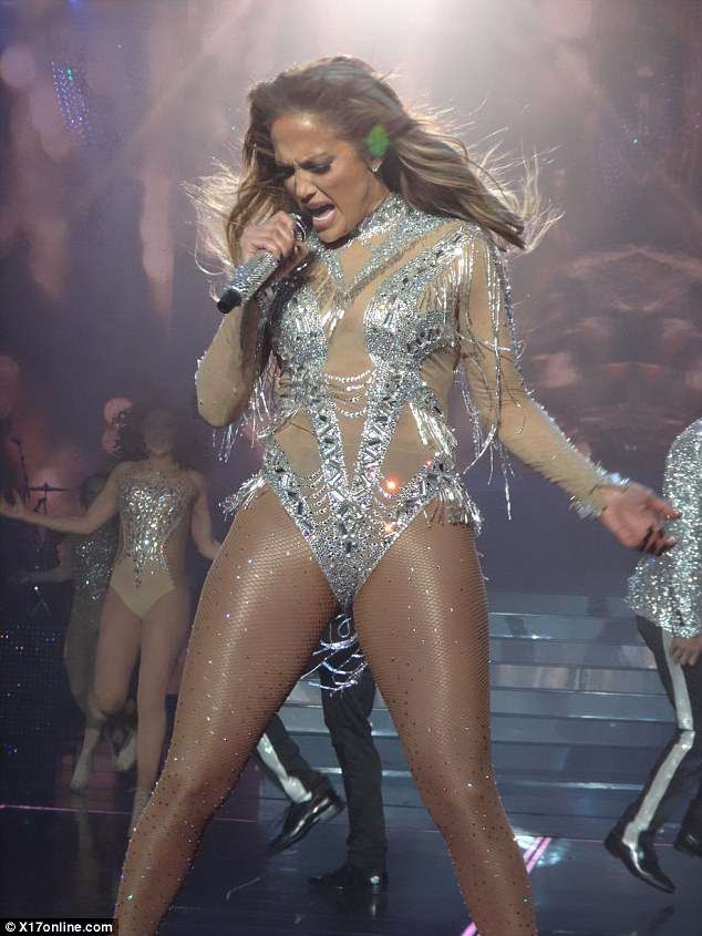 Jennifer Lopez rocks seven costumes, including thongs for raunchy Las Vegas show ?(Photos)