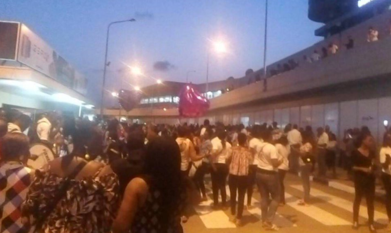 Photos: See the crowd waiting for #BBNaija finalists at the airport