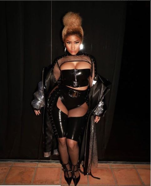 Nicki Minaj showcases her cleavage and thighs in sexy latex ensemble (Photos)