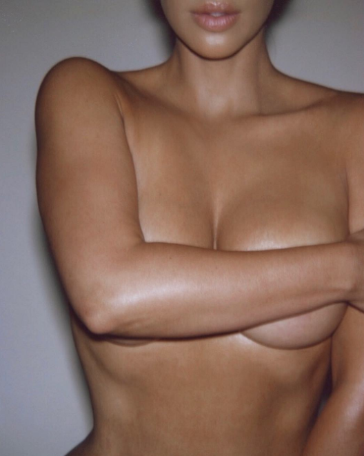 Kim Kardashian goes completely naked.. (18+ Photos)