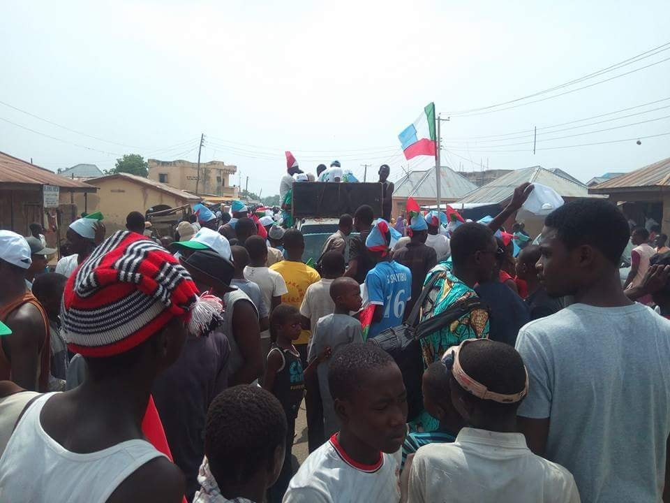Photos: Bauchi residents file out in their numbers to welcome President Buhari on a 2-day working visit