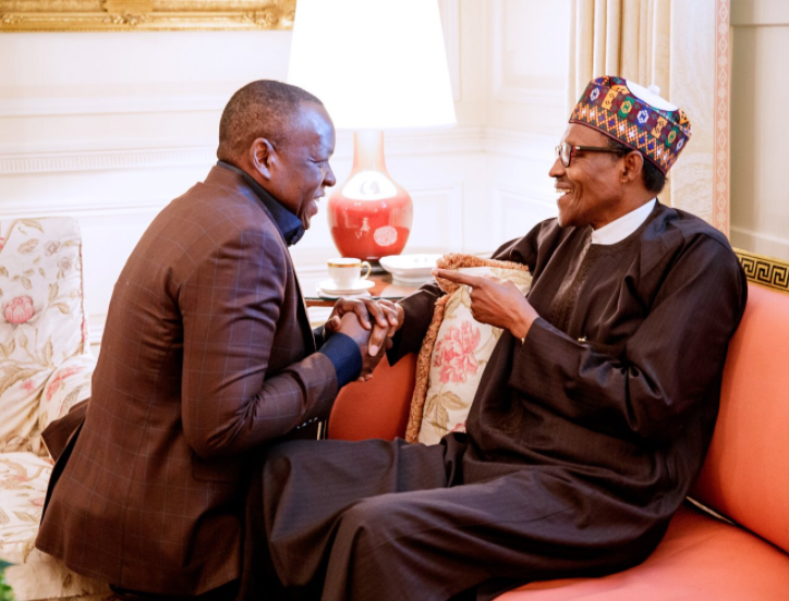 Caption this photo of Sahara Energy co-founder, Tope Shonubi kneeling to greet President Buhari in Washington