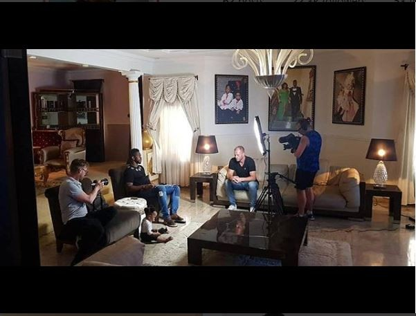Chelsea, Barcelona and Iceland legend Eidur Gudjohnsen pays a visit to Joseph Yobo and his family in Lagos (Photos)