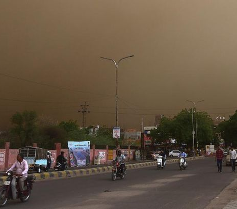 """Apocalyptic"" dust storm and thundershowers kill 77 people and leave 143 injured in India"