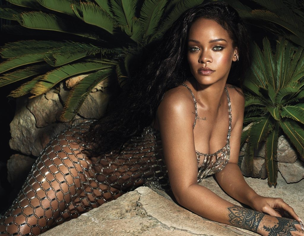 Rihanna poses completely nude for Vogue (photo)