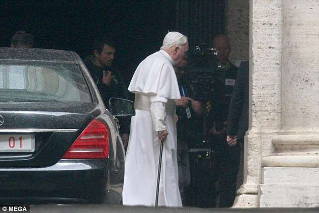 Anthony Hopkins transforms into Pope Benedict...and the resemblance is uncanny (photos)